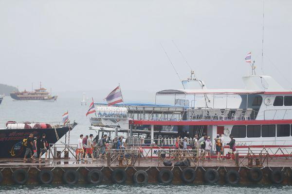 普吉,中国游客仍在乘船出游