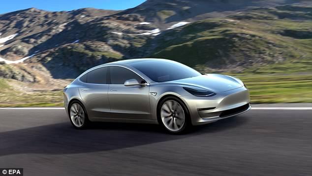 特斯拉Model 3进行软件升级 可实现自动停车功能