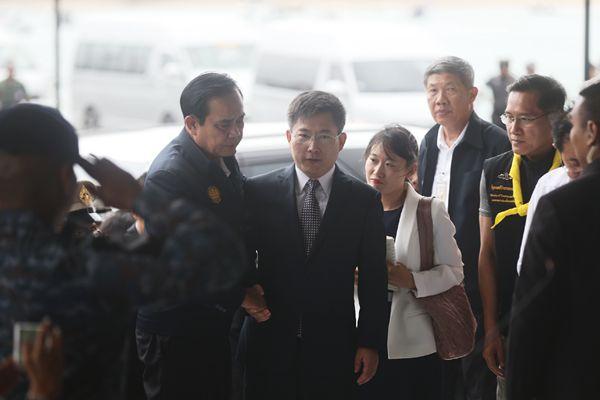 泰总理巴育抵达普吉沉船事件搜救指挥中心与中国大使会面