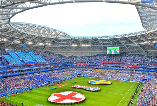 """花絮:世界杯英格兰2:0瑞典晋级 球迷""""排山倒海""""式助威"""