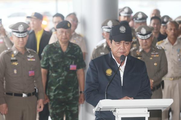泰国总理在普吉搜救中心举行新闻发布会