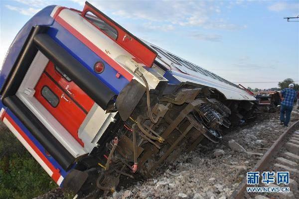 土耳其发生火车出轨事故 造成10人死亡
