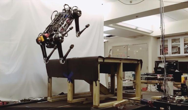 MIT研发盲眼机器人 可自由通过黑暗危险区域