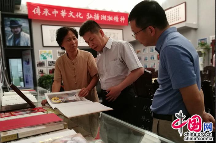 湖南大学党委书记邓卫到岳麓书画院调研