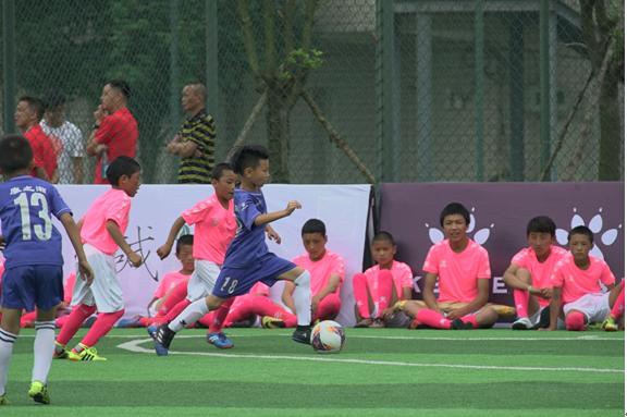 2018全国青少年校园足球夏令营开幕_KELME成为全国校足办战略合作伙伴