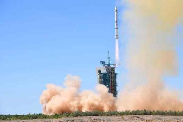 中国在酒泉成功发射两颗巴基斯坦卫星