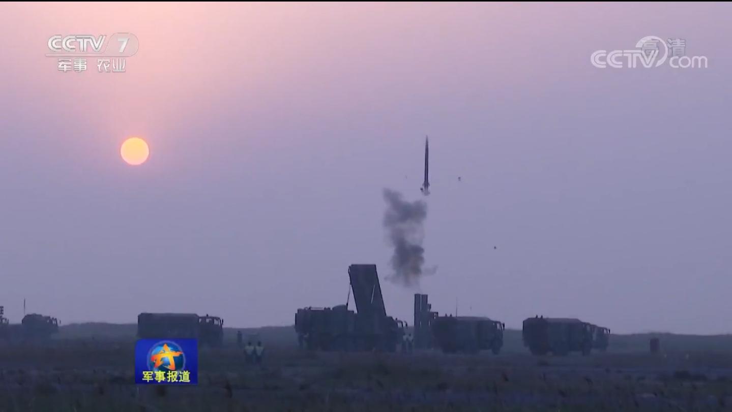北海舰队航空兵防空演练 数枚导弹成功拦截目标