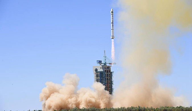 中新社:一箭双星 中国在酒泉成功发射两颗巴基斯坦卫星