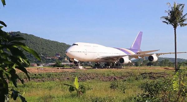 泰国一村民买退役波音747陈设田野引围观