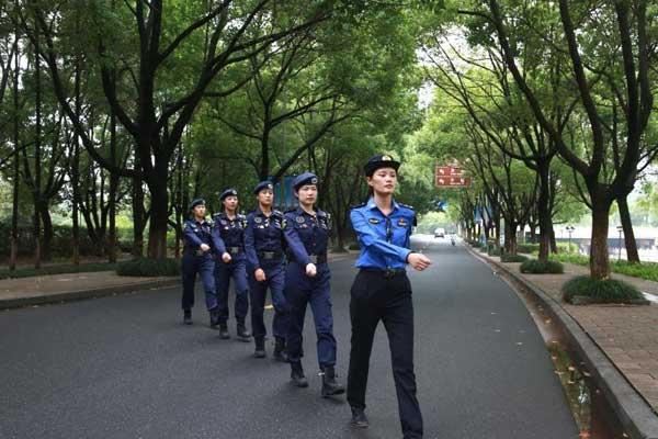浙江嘉兴南湖边的一道风景线——女子巡逻中队