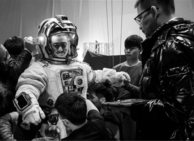国产科幻电影《流浪地球》新预告:吴京成宇航员