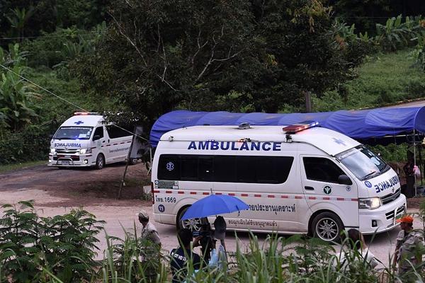 经过3轮营救 泰国被困洞穴13人全部获救