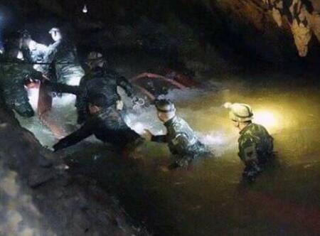 泰国少足队获救8人至少将住院7天 2人或肺部感染