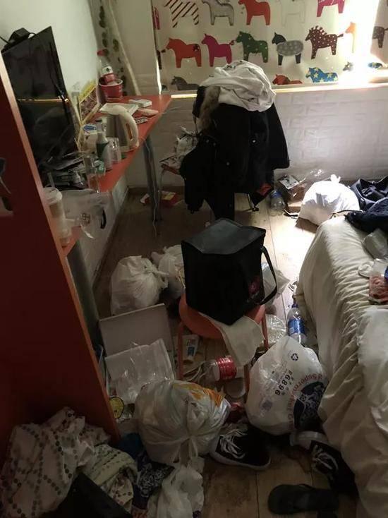 90后姑娘在杭州酒店住两月 脏乱不堪逼酒店报警