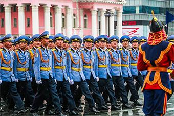蒙古举行盛大阅兵式庆祝独立97周年