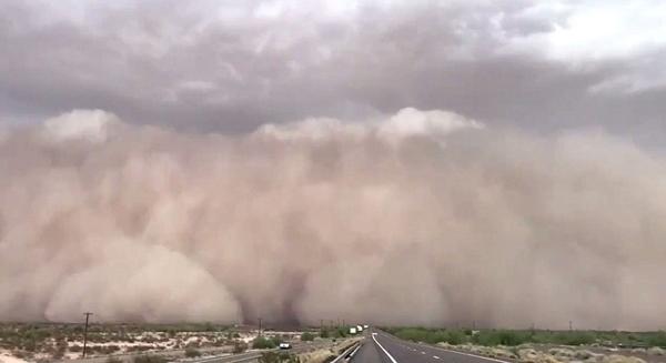 沙尘暴狂风席卷美凤凰城 破坏严重如临末日