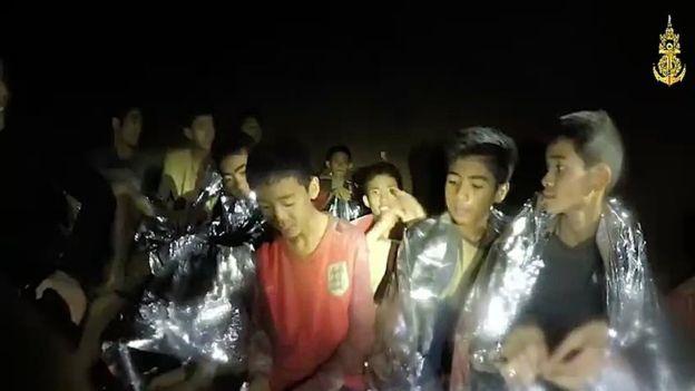 泰国被困洞穴足球队安全获救 将接受隔离康复训练