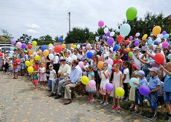 世界最大家庭!乌克兰耄耋老人拥有346个子孙