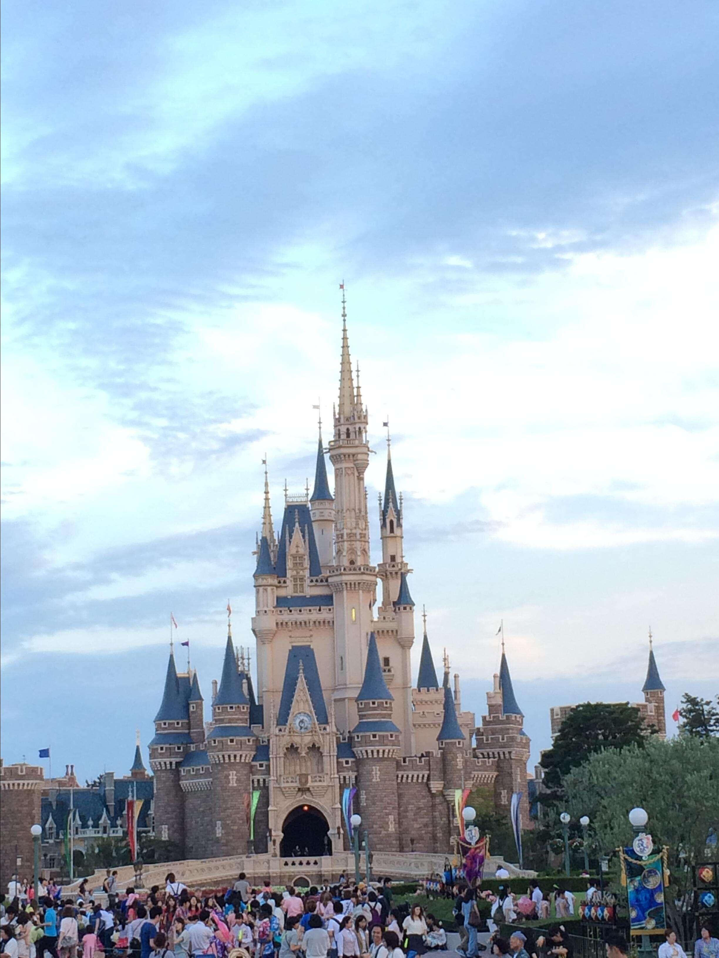 东京迪士尼乐园35周年全新夜间表演震撼五感体验