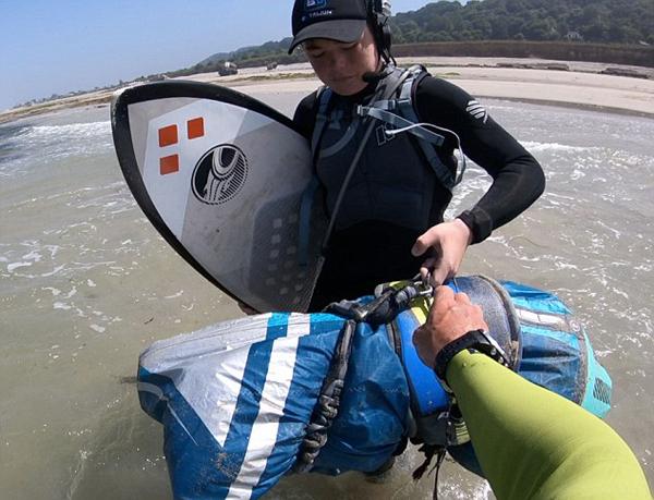 英14岁少年穿越英吉利海峡成最年轻挑战者