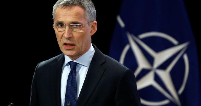 北约秘书长:正式邀请马其顿加入北约