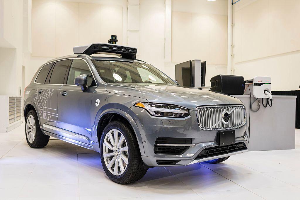Uber自动驾驶测试一波三折 裁掉百名无人车员工