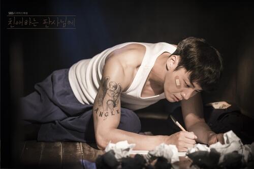 韩剧《法官大人》月底开播 尹施允一人饰两角