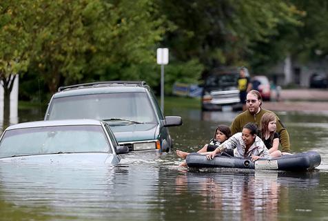 """下雨天出门请带好船!盘点夏季大型""""水上运动"""""""