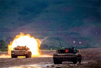相当霸气!坦克行进间对固定目标进行射击