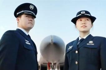 解放军文职人员宣传片发布 新式制服首度曝光