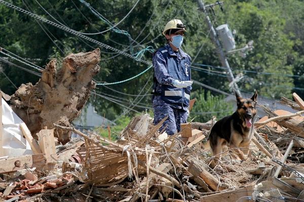 日本暴雨遇难人数升至200人 自卫队废墟中搜救失踪者