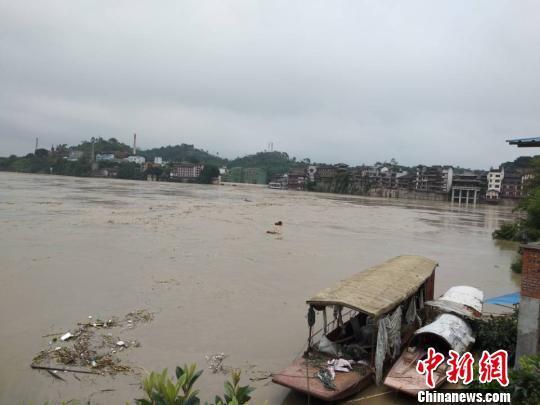 重庆应对长江嘉陵江涪江过境洪水,已累计转移5万余人