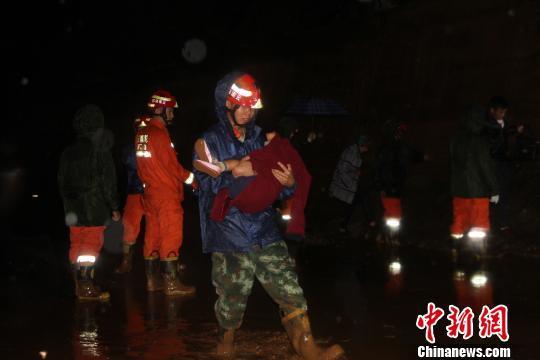云南丽江突发泥石流 50余名被困人员全部获救