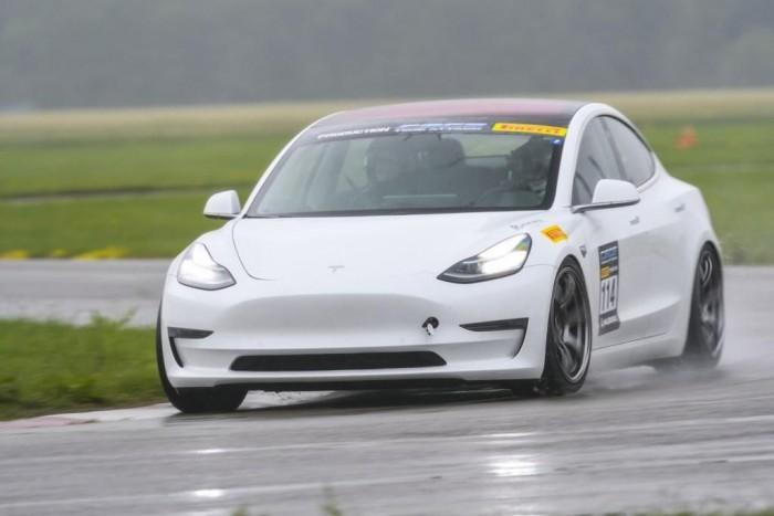 Model 3也能挑战计时赛 改装车表现出强劲性能