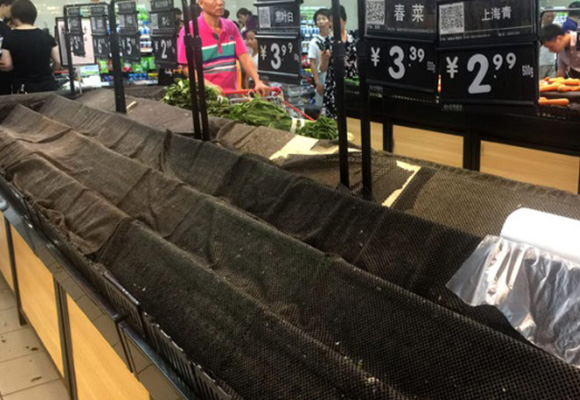 """台风""""玛莉亚""""强势登陆 福州超市被抢购一空"""