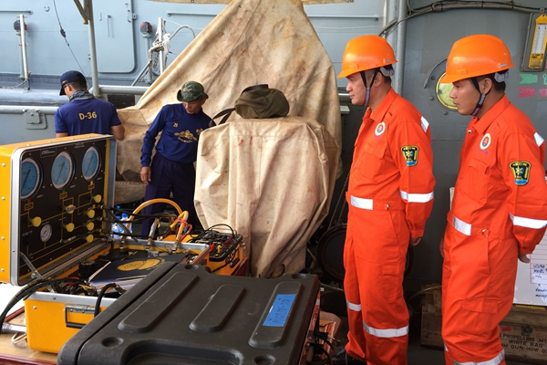 中泰联合救援队:努力将最后一具遗体打捞上岸