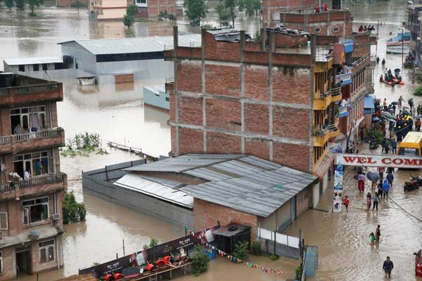尼泊尔巴克塔普尔暴雨引发洪灾 城市陷入汪洋之中