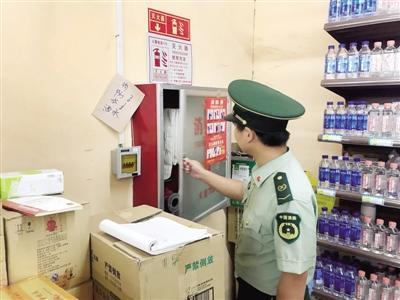郑东新区豫兴路办事处检查辖区内超市消防安全