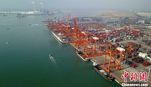 """年中经济观察:直面挑战 中国外贸仍有""""好牌"""""""