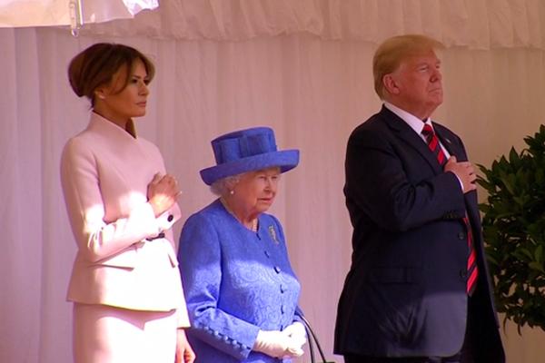 英国女王与特朗普会面 却被迫绕着他走了一圈