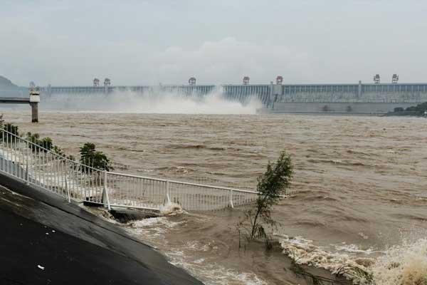 三峡水库迎今年以来最大洪峰