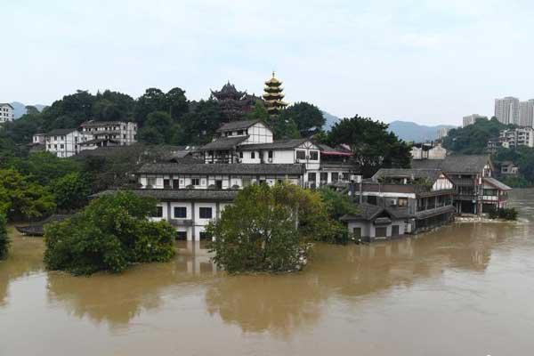 嘉陵江重庆段洪峰已过境 古镇被淹没建筑露出水面