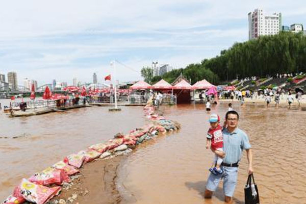 黄河兰州段水位猛涨 部分河段河水上涨漫过河岸