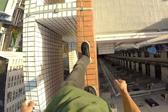 香港男子在警局55层楼顶边缘挑战高空行走