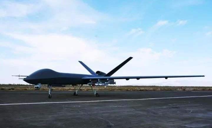 我国研制多型号无人机:置身方舱之内 绝杀千里之外