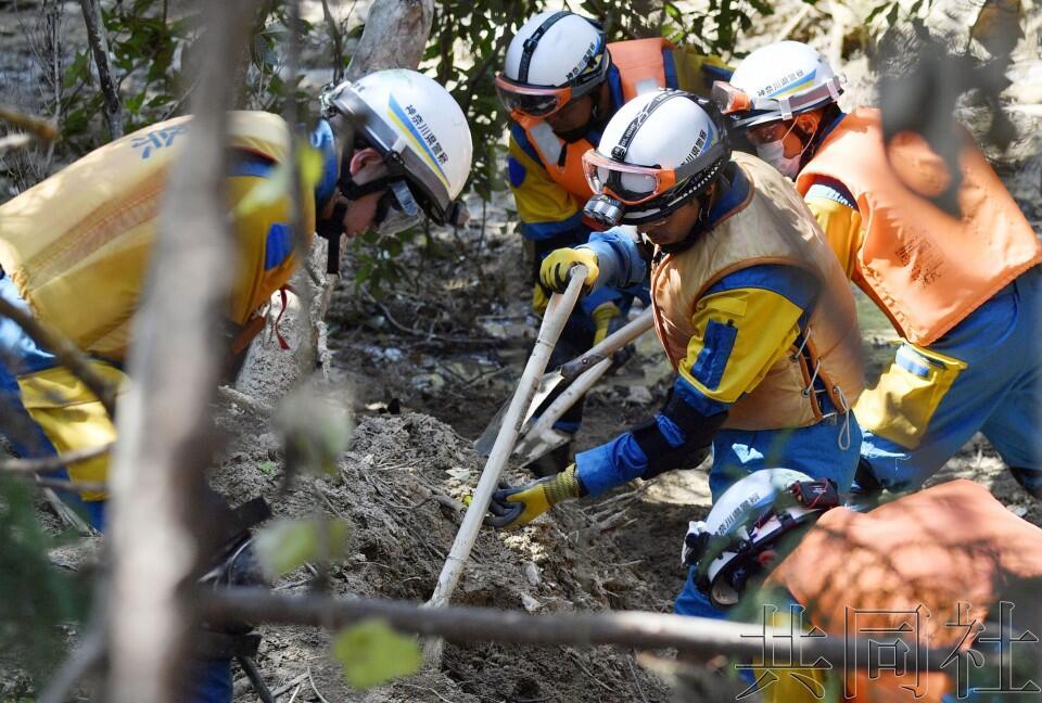 """日政府指定暴雨灾害为""""特定紧急灾害"""" 遇难人数已超200人"""