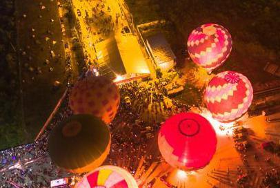 热气球亮相江西广昌夜晚