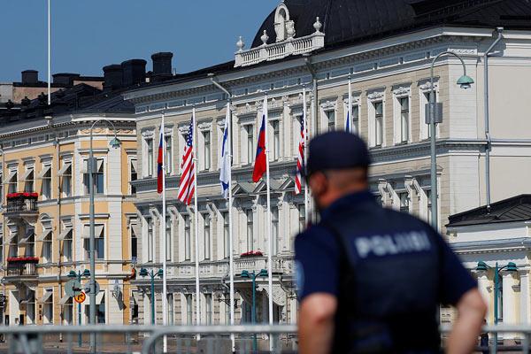 """""""普特会""""倒计时 芬兰总统府外安保升级"""