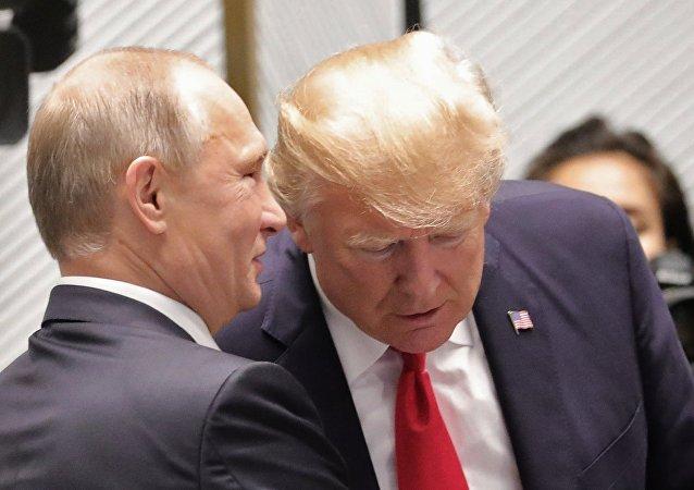 普京和特朗普抵达芬兰总统府