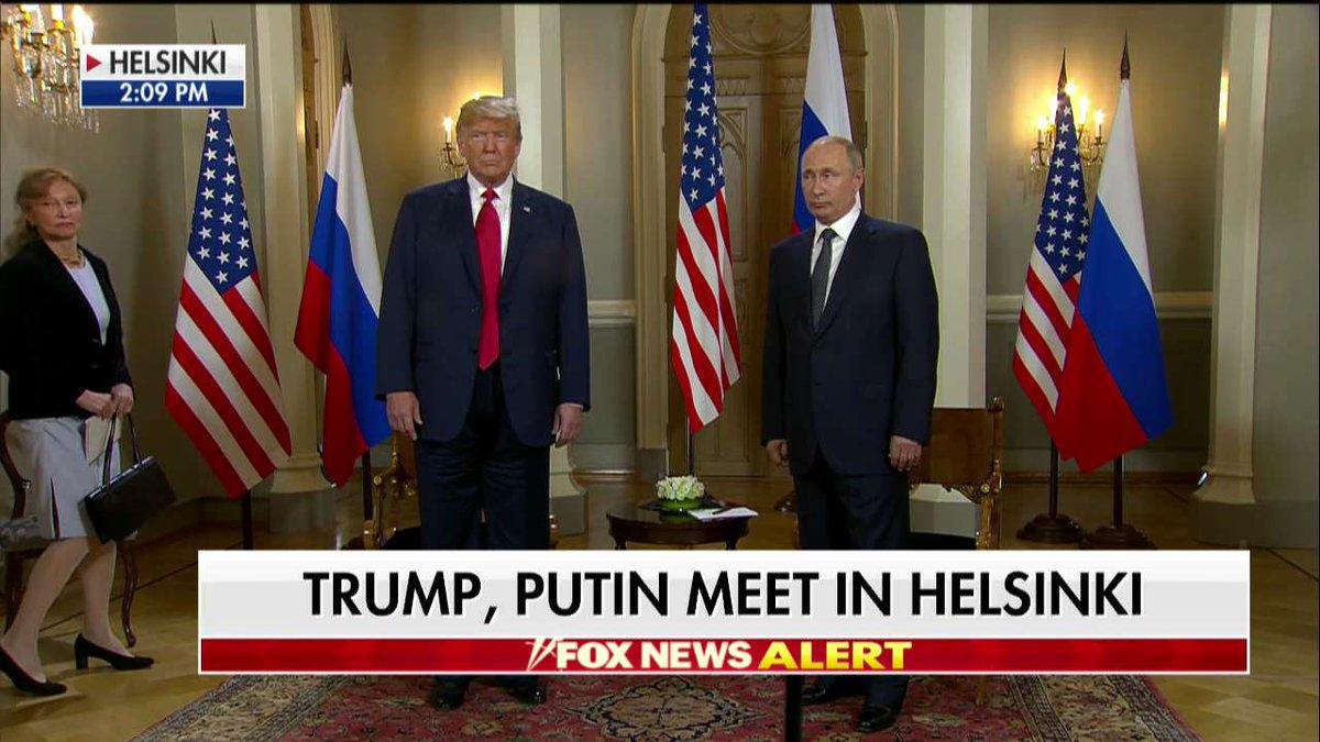"""首次正式会晤开始!""""普特会""""在芬兰总统府举行"""